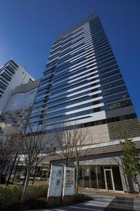 豊洲駅周辺と豊洲ベイサイドクロスタワーの写真素材 [FYI04811282]