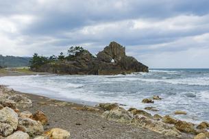 【石川県】輪島市 曽々木海岸と窓岩の写真素材 [FYI04811644]