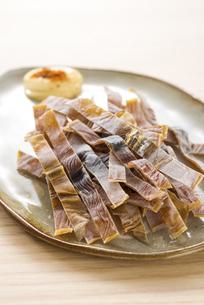 お皿に盛ったサキイカの写真素材 [FYI04812092]