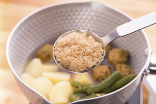 煮物料理に砂糖の写真素材 [FYI04812270]