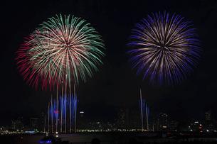 港の花火大会の写真素材 [FYI04812286]
