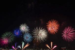 港の花火大会の写真素材 [FYI04812289]