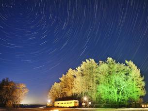 幸福駅と星の軌跡の写真素材 [FYI04812365]