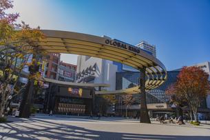 豊島区池袋西口公園のグローバルリングの写真素材 [FYI04812488]