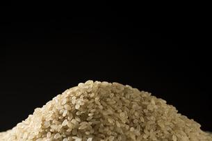 山盛りの玄米の写真素材 [FYI04812619]