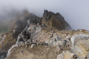 焼岳頂上の荒々しい風景の写真素材 [FYI04812845]