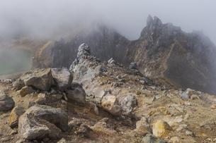 焼岳頂上、北峰の写真素材 [FYI04812846]
