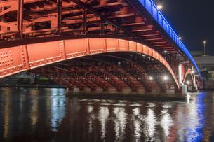 吾妻橋のライトアップの写真素材 [FYI04813179]