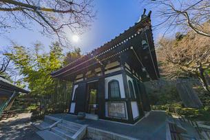 観音造立1300年を迎えた長谷寺の経蔵の写真素材 [FYI04813749]