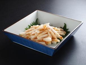 山芋の梅肉和えの写真素材 [FYI04813938]