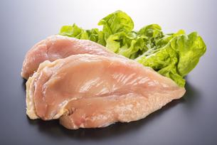 鶏胸肉の写真素材 [FYI04813946]
