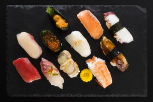 寿司の盛り合わせの写真素材 [FYI04814029]