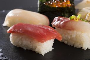 寿司の盛り合わせの写真素材 [FYI04814037]