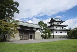 松前城 本丸御門と天守の写真素材 [FYI04814784]