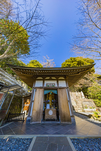 観音造立1300年を迎えた長谷寺の地蔵堂の写真素材 [FYI04814841]