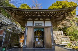 観音造立1300年を迎えた長谷寺の地蔵堂の写真素材 [FYI04814843]