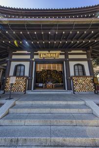観音造立1300年を迎えた長谷寺の阿弥陀堂の写真素材 [FYI04814852]