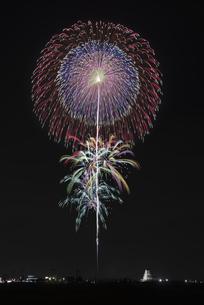 花火 常総の夜空へ未来を咲かそうの写真素材 [FYI04814896]