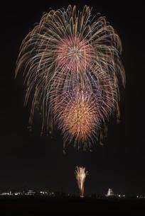 花火 常総の夜空へ未来を咲かそうの写真素材 [FYI04814903]