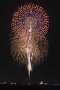 花火 常総の夜空へ未来を咲かそうの写真素材 [FYI04814906]