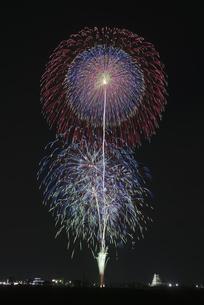 花火 常総の夜空へ未来を咲かそうの写真素材 [FYI04814909]