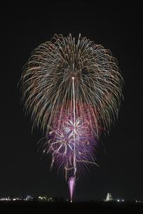 花火 常総の夜空へ未来を咲かそうの写真素材 [FYI04814910]