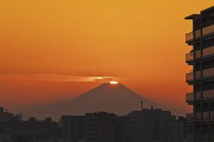 東京遠望 ダイヤモンド富士の写真素材 [FYI04814943]