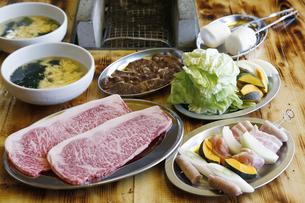 キャンプの食事の写真素材 [FYI04815029]