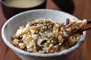 蕎麦の混ぜご飯の写真素材 [FYI04815135]