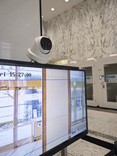 ビルのエントランスに設置されたサーマルカメラの写真素材 [FYI04815257]