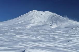 北海道 大雪山旭岳の冬の風景の写真素材 [FYI04815393]