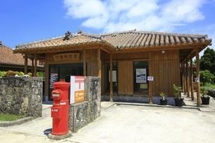 竹富島 竹富郵便局の写真素材 [FYI04815586]