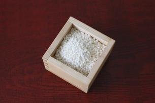 升にいれたもち米の写真素材 [FYI04815770]