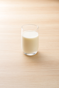 一杯の牛乳の写真素材 [FYI04816356]