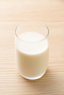 一杯の牛乳の写真素材 [FYI04816357]