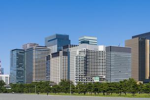 【東京都】都市景観 丸の内のオフィスビル群の写真素材 [FYI04816388]
