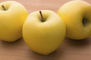 黄りんご(シナノゴールド)の写真素材 [FYI04816453]
