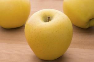 黄りんご(シナノゴールド)の写真素材 [FYI04816454]