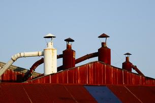 工場の換気煙突の写真素材 [FYI04816567]