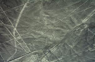ナスカの地上絵 コンドルの写真素材 [FYI04816887]