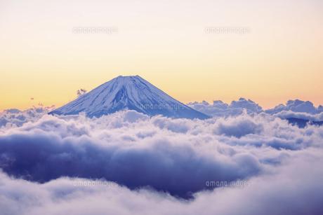 山梨県 雲海と富士山の写真素材 [FYI04817009]