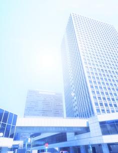 高層ビルと光の写真素材 [FYI04817262]