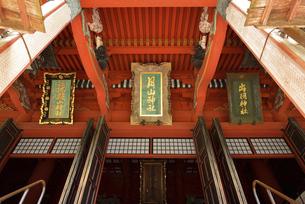 羽黒山 三社合祭殿の三神社号額の写真素材 [FYI04817272]