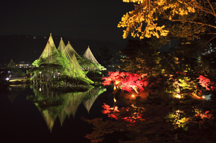 北陸金沢 兼六園ライトアップ秋の段の写真素材 [FYI04817322]