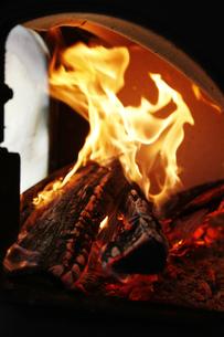 焚き火の写真素材 [FYI04818677]