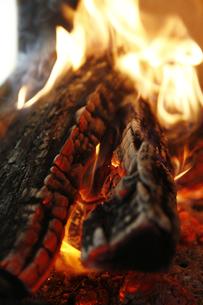 焚き火の写真素材 [FYI04818678]