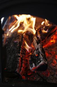 焚き火の写真素材 [FYI04818679]