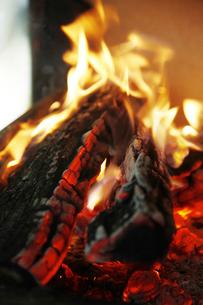 焚き火の写真素材 [FYI04818684]