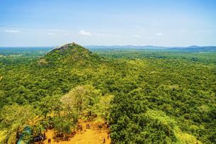 シーギリヤロックの頂上から見える風景(スリランカ)の写真素材 [FYI04819081]