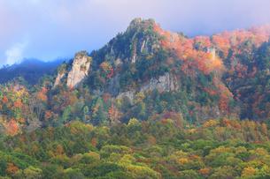 秋の戸隠連山と紅葉の写真素材 [FYI04820076]